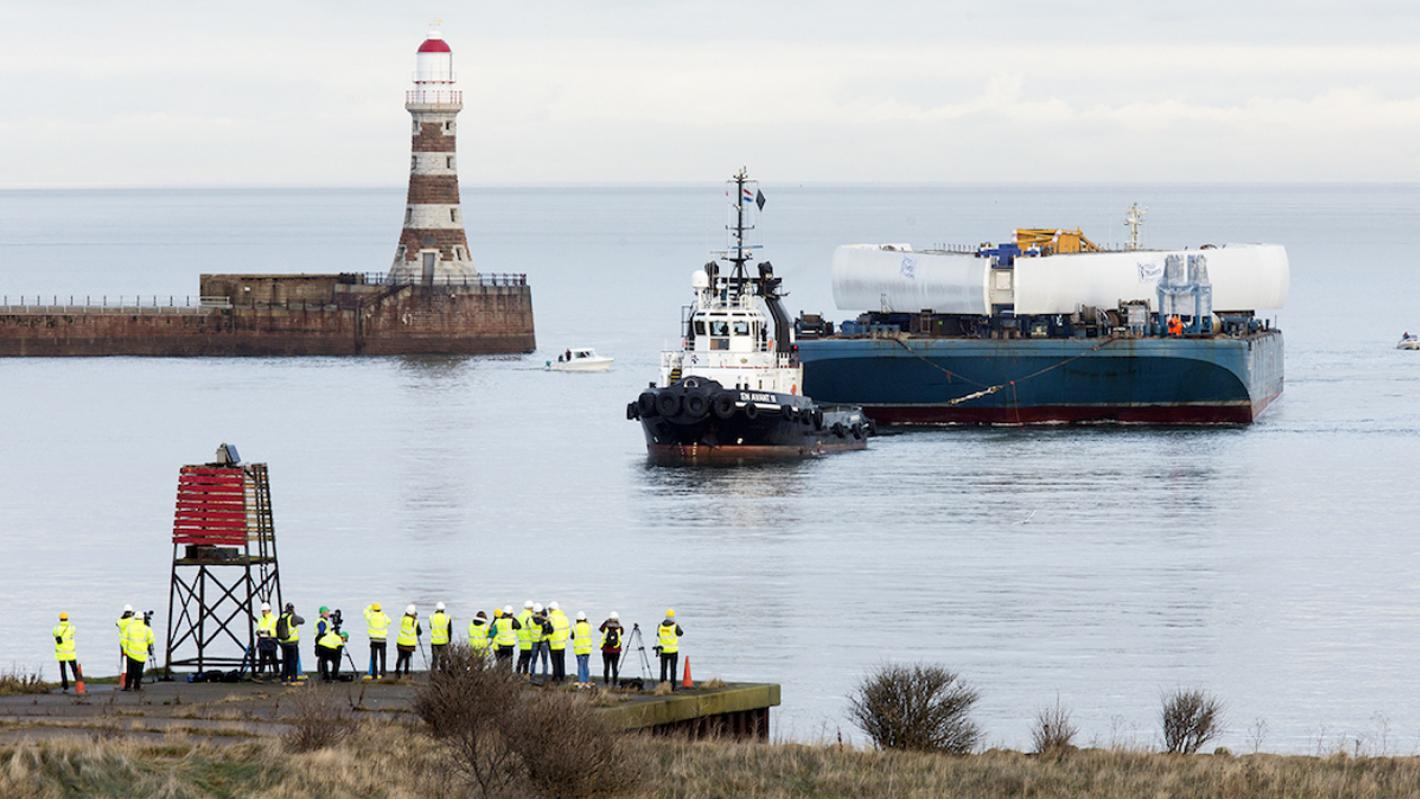 Northern Spire pylon arrives into Sunderland